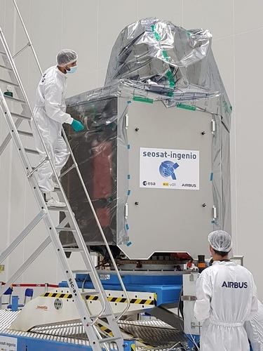 Satellite in posizione verticale