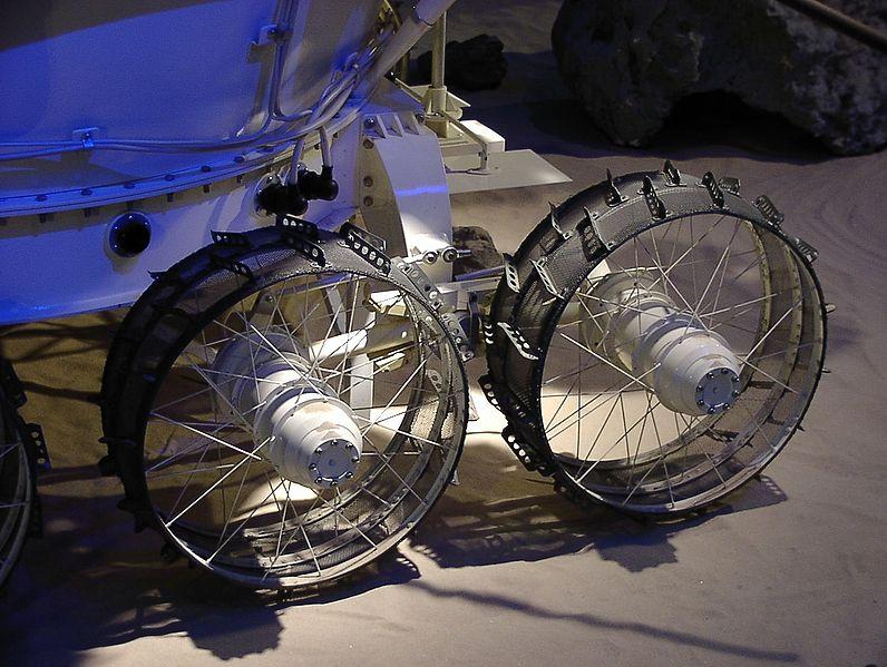 796px-Lunokhod_detail.jpg