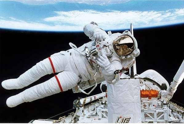 STS-64-SAFER-1.jpg