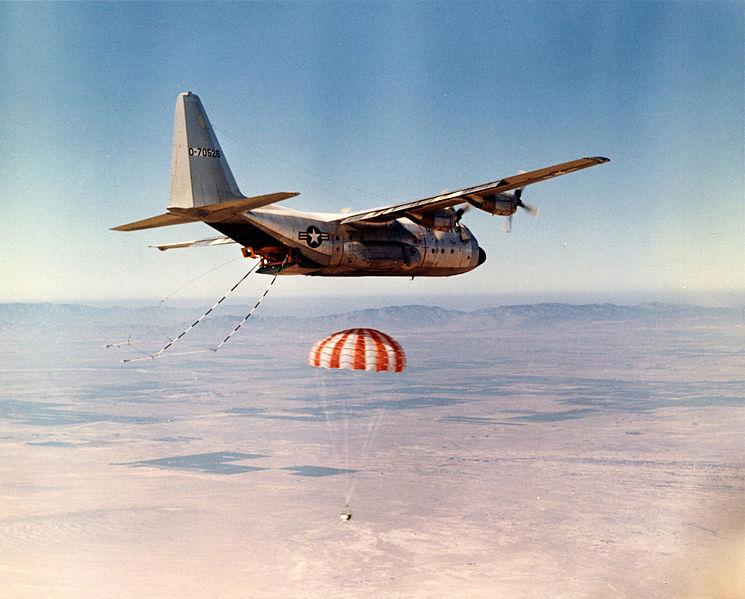 745px-JC-130B_catching_satellite_bucket