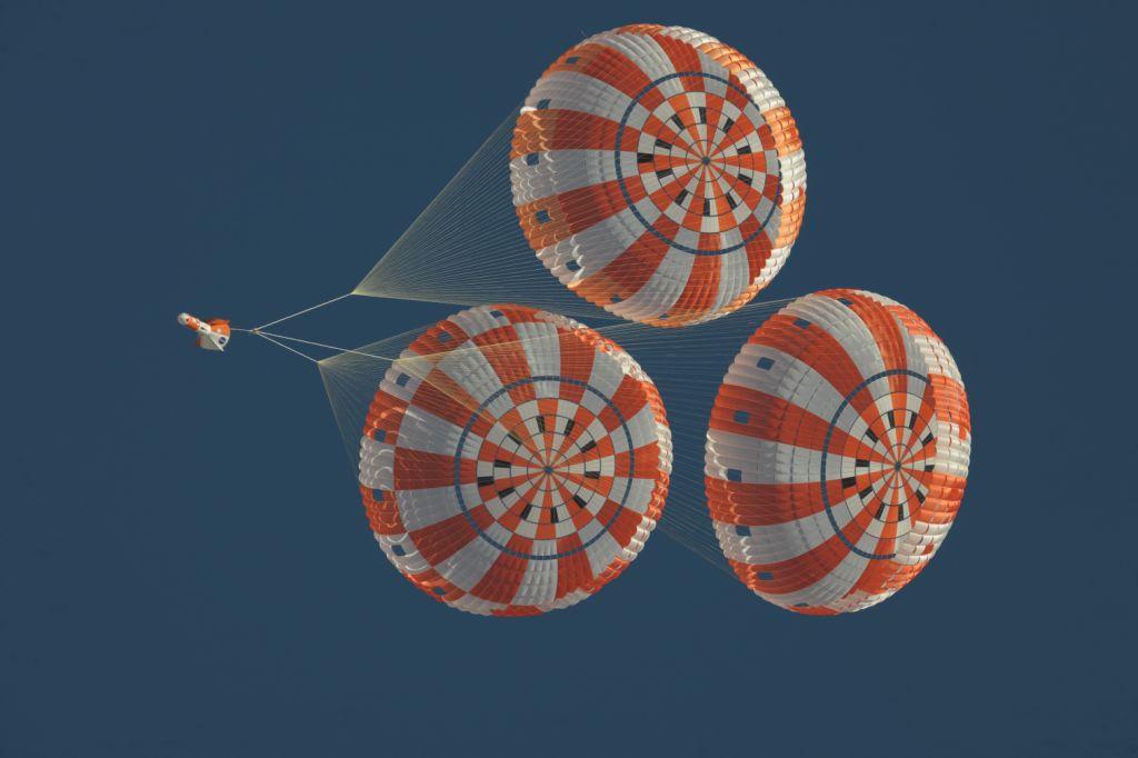 592202main_parachutetest1.jpg